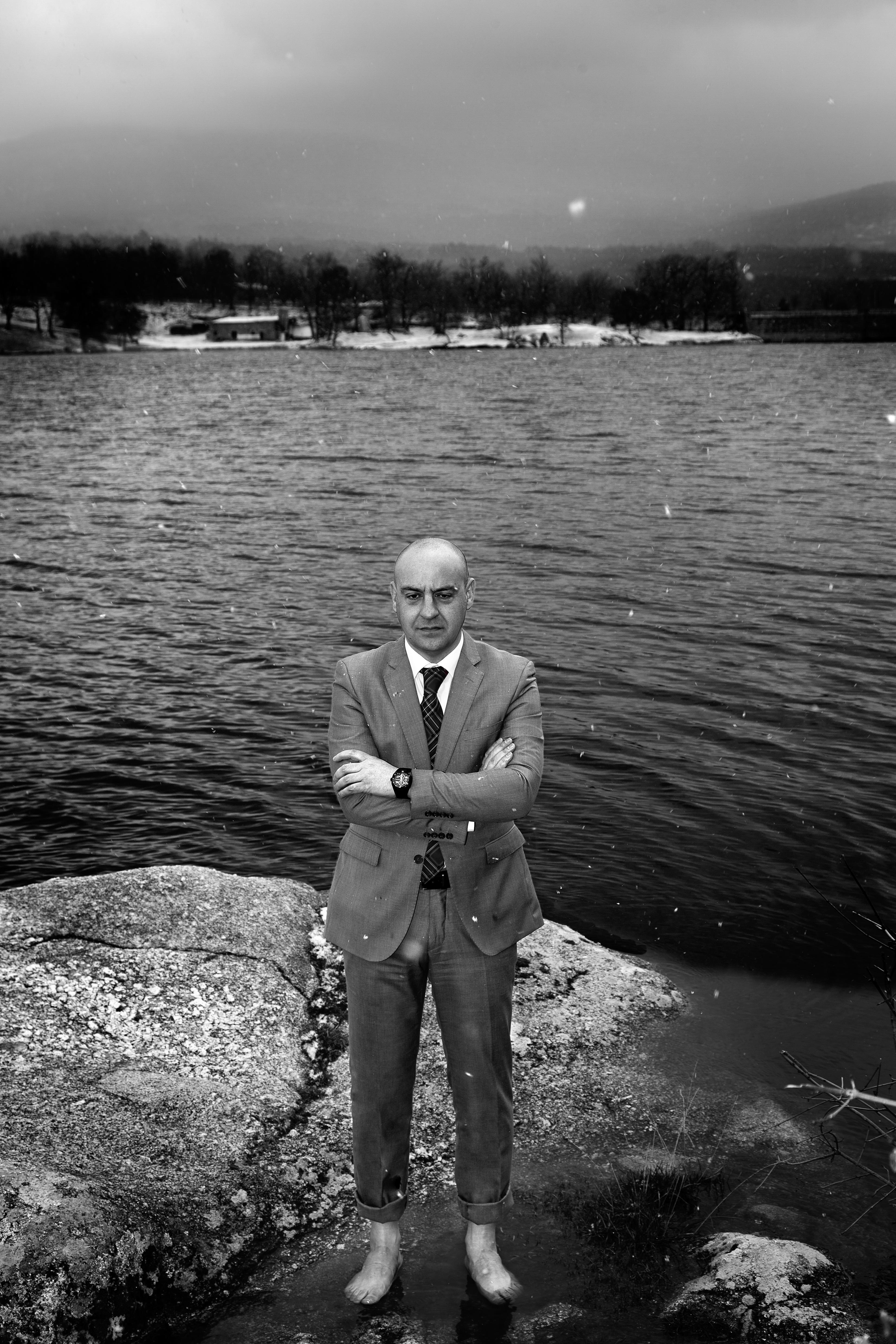 Foto de Angel Escribano en un lago